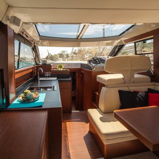 motor-yacht-638392_1280